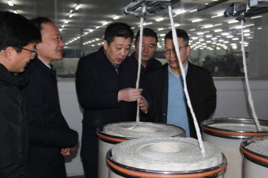戴区长了解棉条生产工艺和质量
